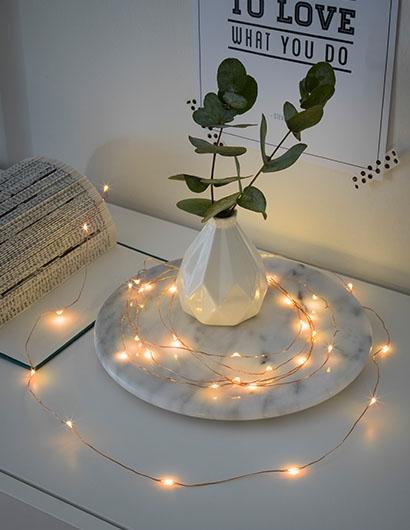 mit weihnachtsdekoration. Black Bedroom Furniture Sets. Home Design Ideas